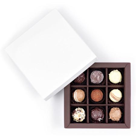 9 Pralinen und Trüffel von Ulli´s in einer offenen Schachtel