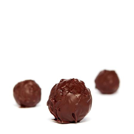 Handgemachte Rum-Trüffel, Praline aus Zartbitterschokolade