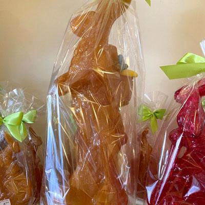 Zuckerhase in Karamell und Rot