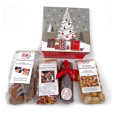 Geschenkbox Weihnachten Schokolade mit Baumkuchen Spitzen, Tee, Marzipanbrot und Karamell Mandeln